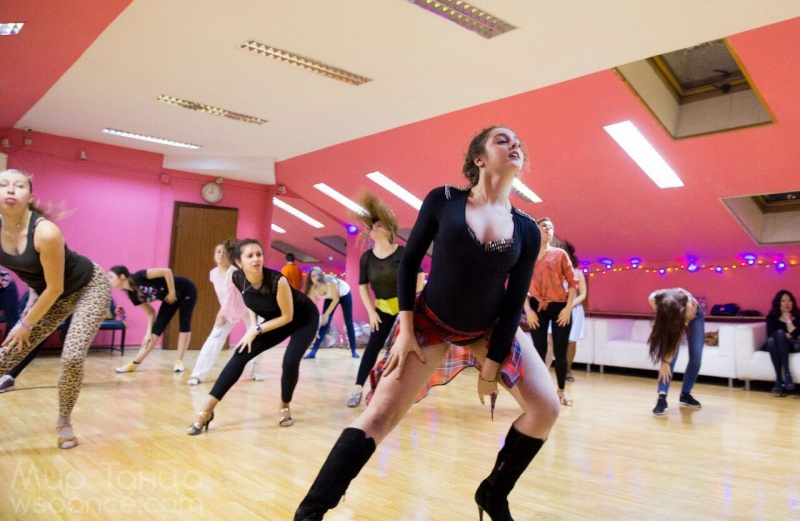 Смотреть женщин как они танцуют стриптиз — img 11