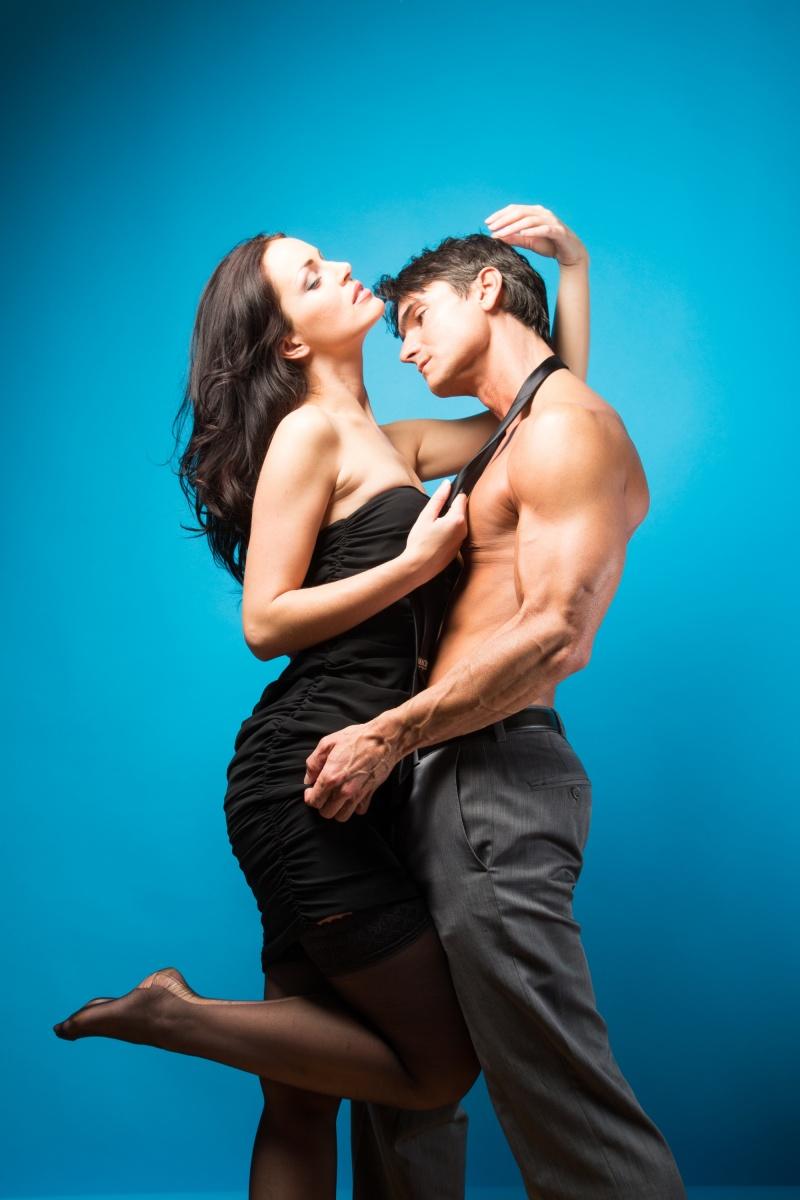 Секс танцы в душе hd